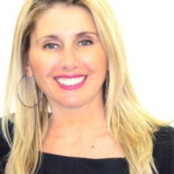 Dra. Vanessa Paredes Gallardo